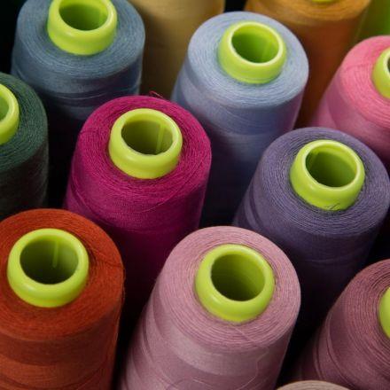 Cône de fil surjeteuse 100% Polyester 2740m - 24 couleurs