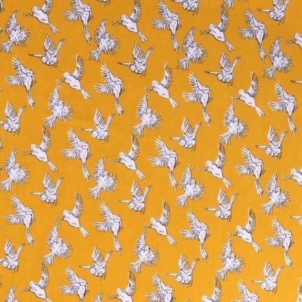 Tissu satin imprimé Oiseaux noirs et blancs en vol sur fond Jaune moutarde - Par 10 cm