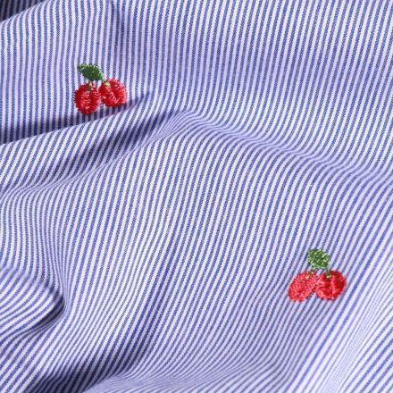 Tissu Coton Brodé Cerises et rayures bleu denim sur fond Blanc - Par 10 cm