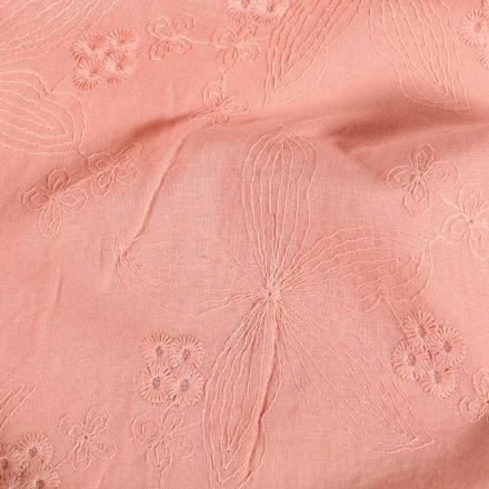 Tissu Coton brodé Petites et grandes fleurs sur fond Rose - Par 10 cm
