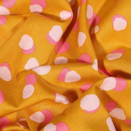 Tissu Coton imprimé LittleBird Confettis roses et blancs sur fond Ocre - Par 10 cm