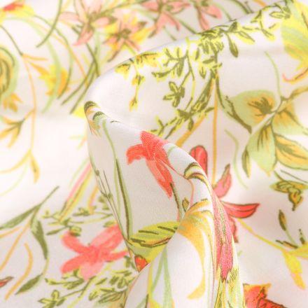 Tissu Satin Stretch Fleurs et feuillages sur fond Blanc cassé