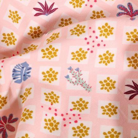Tissu Jersey Coton Arty Carreaux Fleuris sur fond Rose - Par 10 cm