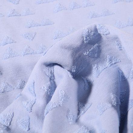 Tissu Jersey Coton Triangles en relief sur fond Bleu ciel - Par 10 cm