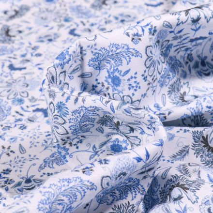 Tissu Popeline de coton  Sweet Flower Camille bleu sur fond Blanc