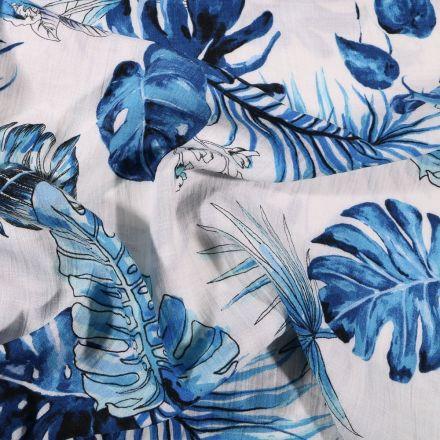 Tissu Viscose texturé Feuilles de palme bleu sur fond Blanc - Par 10 cm