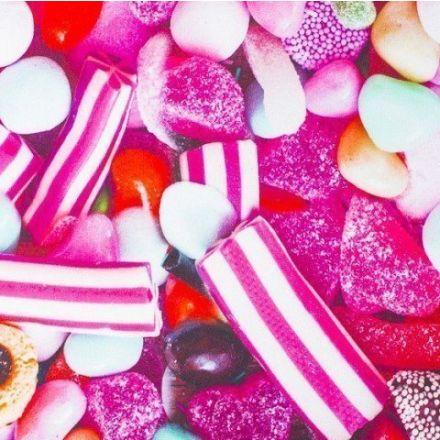 Tissu Softshell envers Polaire Bonbons Multicolores sur fond Rose - Par 10 cm