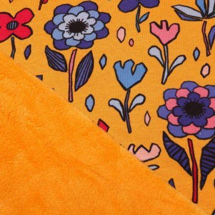 Tissu Sweat envers minky  Grandes fleurs colorées sur fond Jaune curcuma - Par 10 cm