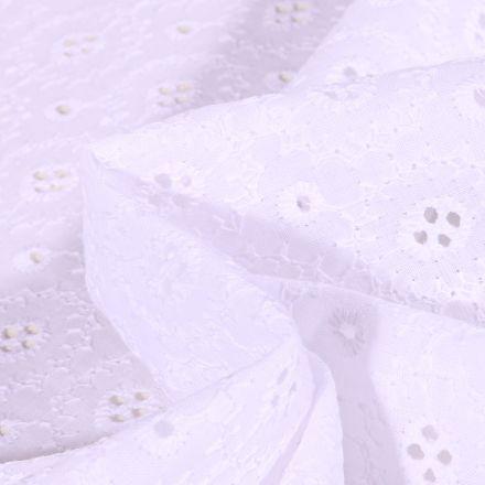 Tissu Coton brodé ajouré Célia Fleurs sur fond Blanc
