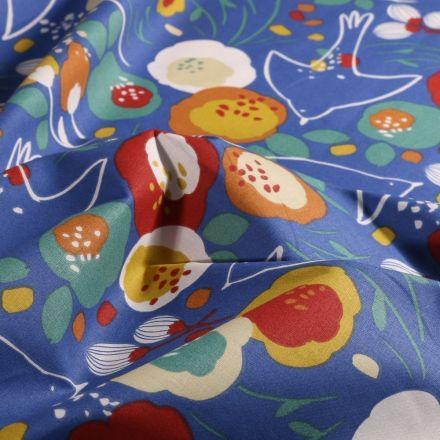 Tissu Coton imprimé Arty Fleurs colorées et hirondelles sur fond Bleu - Par 10 cm