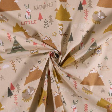 Tissu Coton imprimé Bivouac en forêt sur fond Beige - Par 10 cm