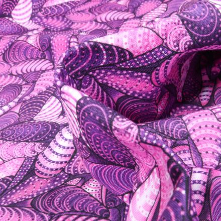 Tissu Coton  QT Fabrics  Way Under Surya sur fond Violet