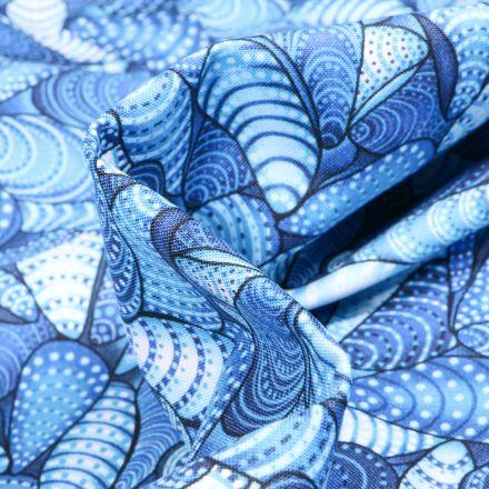 Tissu Coton QT Fabrics  Way Under Surya sur fond Bleu roi