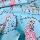 Tissu Coton imprimé Couronnes de fleurs princesses et licornes sur fond Bleu - Par 10 cm