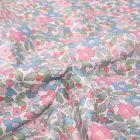 Tissu Liberty of London Betsy berry Rose sur fond Blanc - Par 10 cm