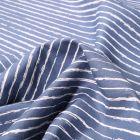 Tissu Coton imprimé Rayures irrégulières sur fond Bleu denim - Par 10 cm