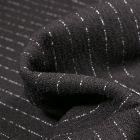 Tissu Crêpe texturé Rayures blanches sur fond Noir