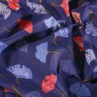 Tissu Coton imprimé Arty Ginkgo rouges et bleus sur fond Bleu - Par 10 cm