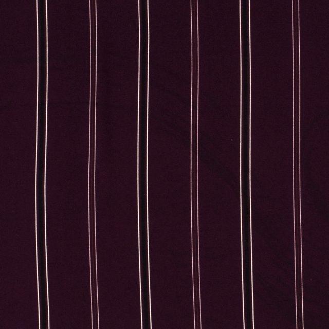 Tissu crêpe imprimé Rayures noires et blanches sur fond Bordeaux - Par 10 cm