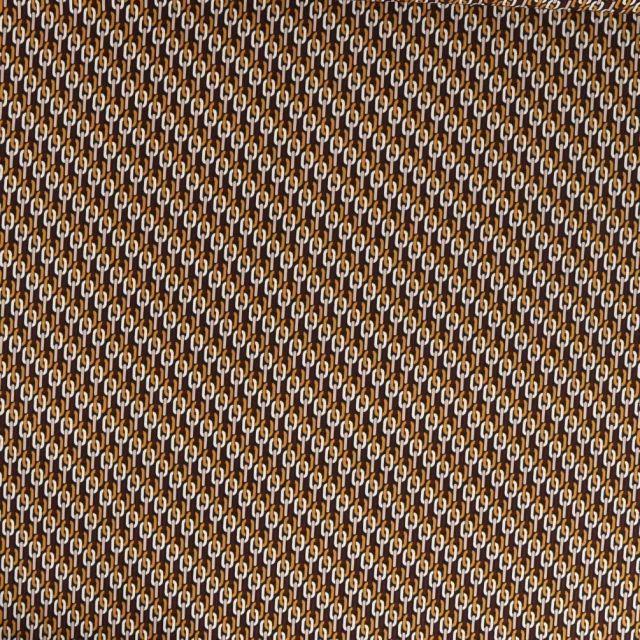 Tissu Satin imprimé Motifs chaîne ocre et blanc sur fond Marron - Par 10 cm