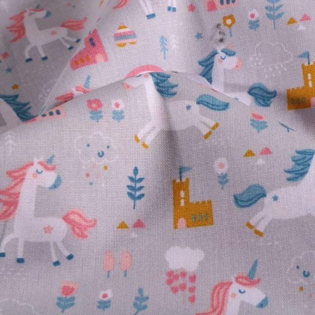 Tissu Coton imprimé LittleBird Licornes et chateaux sur fond Gris - Par 10 cm