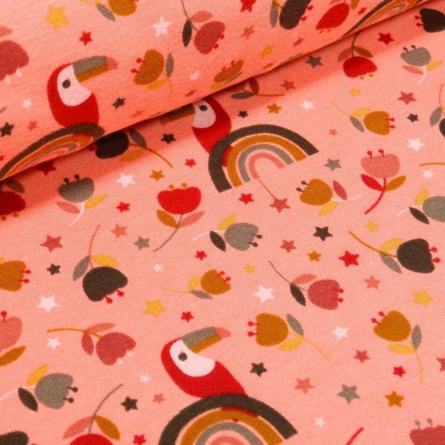 Tissu Sweat envers minky  Toucan et arc en ciel sur fond Rose saumon - Par 10 cm