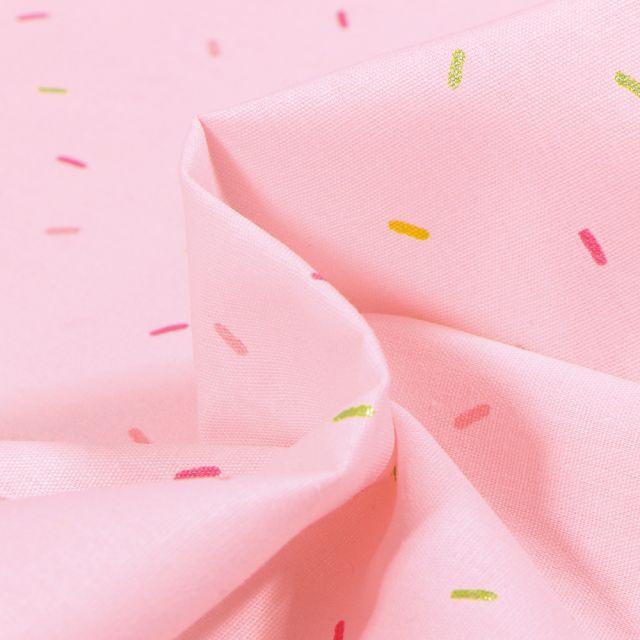 Tissu Coton imprimé Confettis colorés sur fond Rose