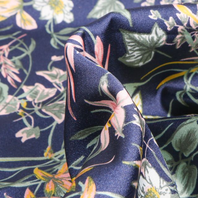 Tissu Satin Stretch Fleurs et feuillages sur fond Bleu marine