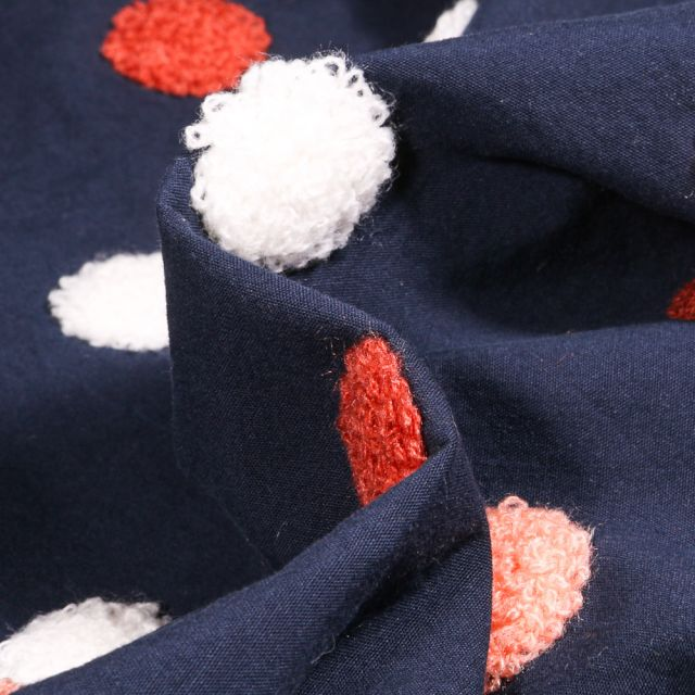 Tissu Coton lavé Pois en relief  blanc et rouge sur fond Bleu marine