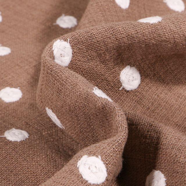 Tissu Coton lavé Pois brodés sur fond Marron