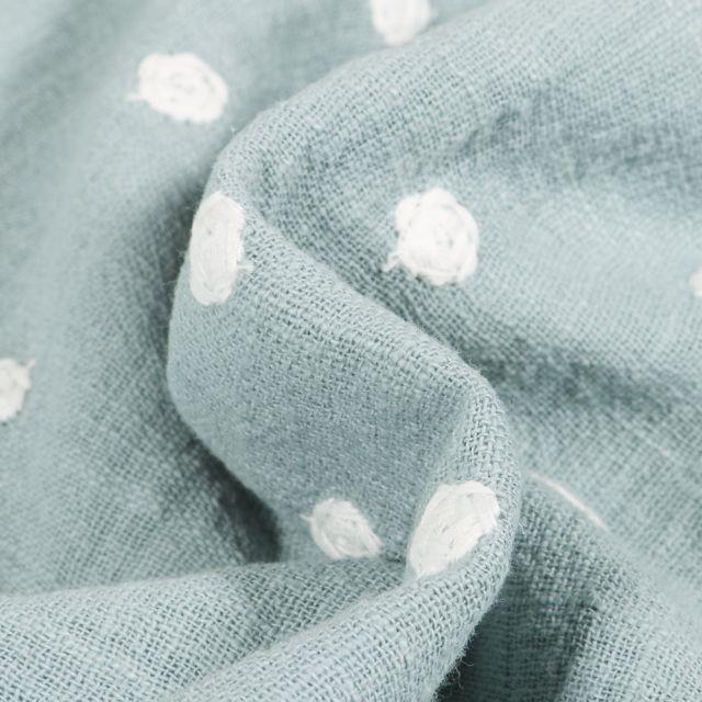 Tissu Coton lavé Pois brodés sur fond Bleu ciel