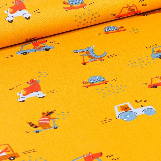 Tissu Coton imprimé Animaux skate et trottinette sur fond Jaune
