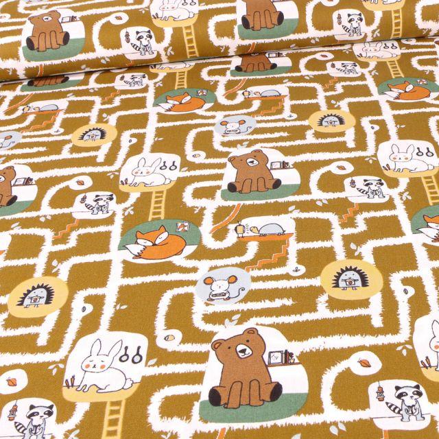 Tissu Coton imprimé Bio Labyrinthe et animaux sur fond Marron