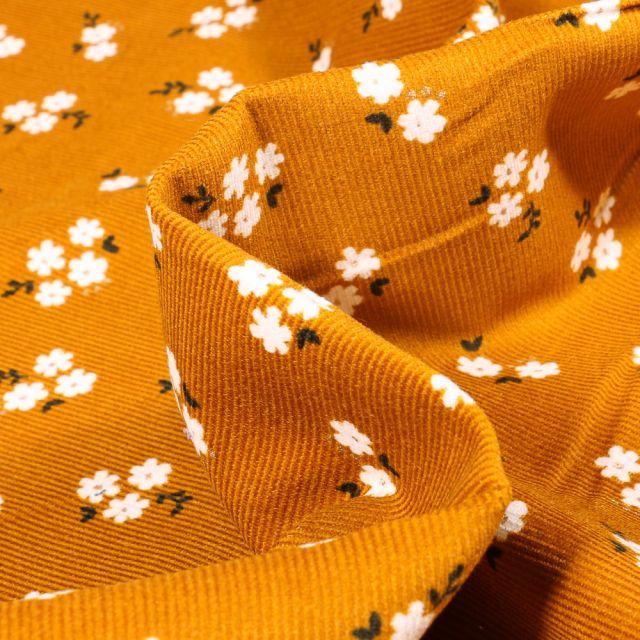 Tissu Velours milleraies Petites fleurs sur fond Ocre