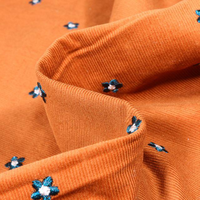 Tissu Velours milleraies  Fleurs brodées sur fond Orange