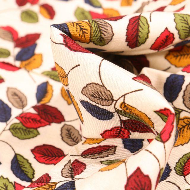 Tissu Viscose Feuilles d'automne sur fond Blanc cassé