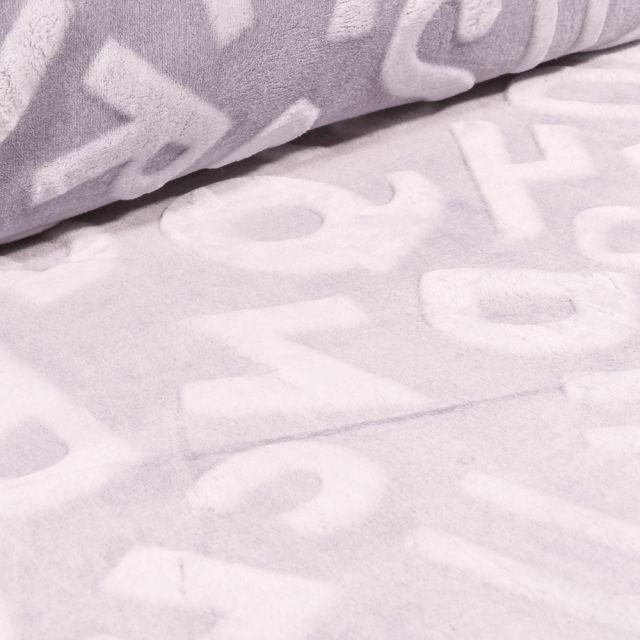 Tissu Polaire Doudou Alphabet 3D sur fond Gris clair