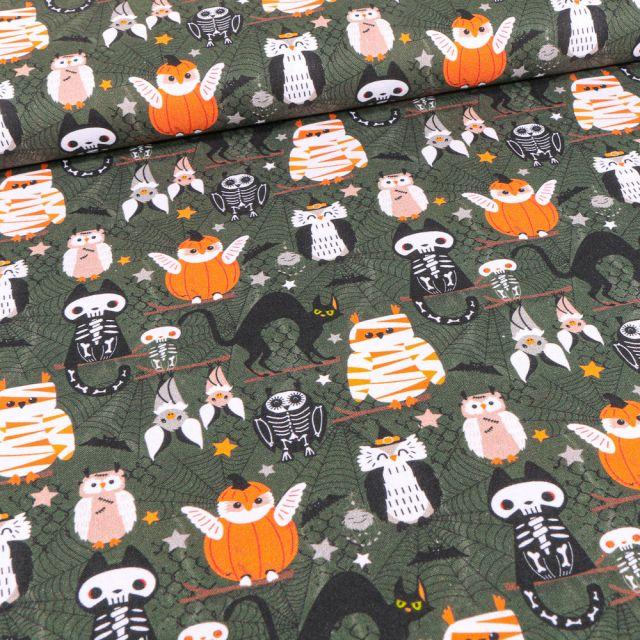 Tissu Coton imprimé Bio Animaux déguisements d'halloween sur fond Vert kaki