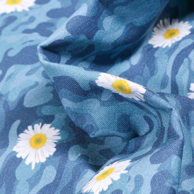 Tissu Coton MC Fabrics Pâquerettes et camouflage sur fond Bleu