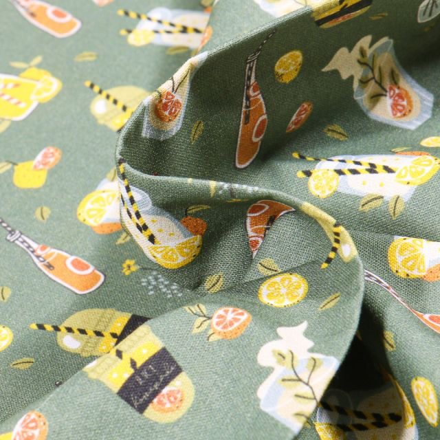 Tissu Coton MC Fabrics Boissons rafraichissantes sur fond Vert kaki