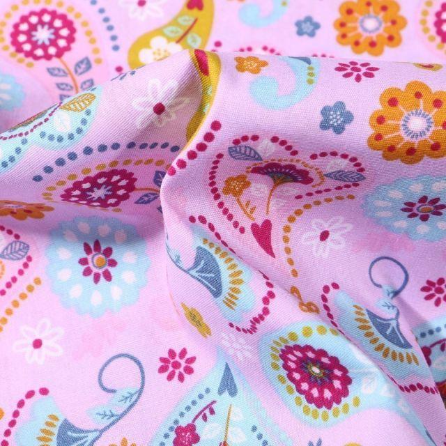 Tissu Coton imprimé Motif cachemire et fleurs sur fond Rose - Par 10 cm