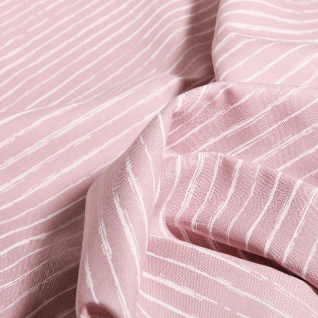 Tissu Coton imprimé Rayures irrégulières sur fond Rose pâle - Par 10 cm