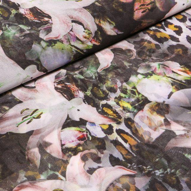 Tissu Crêpe lisse Fleurs et tâches de léopard colorés sur fond Noir