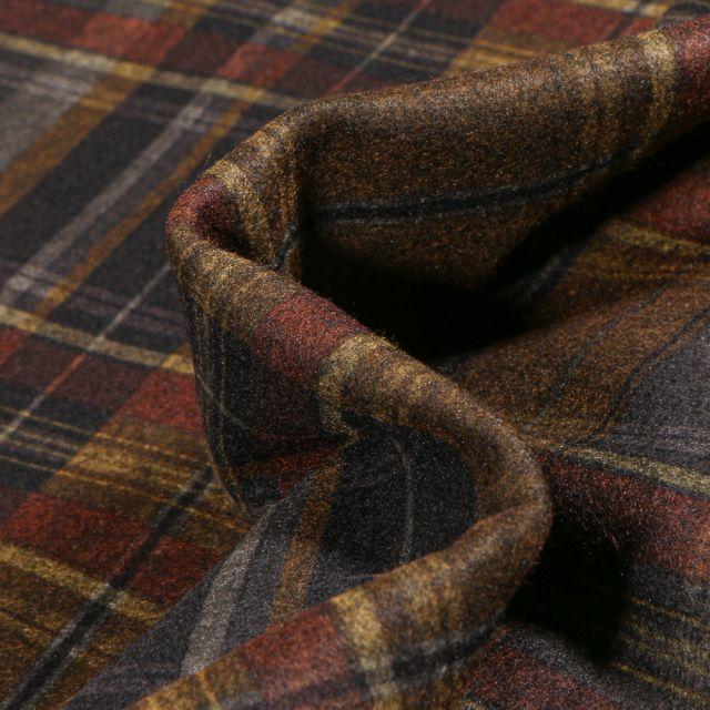 Tissu Drap de manteau Ecossais sur fond Marron