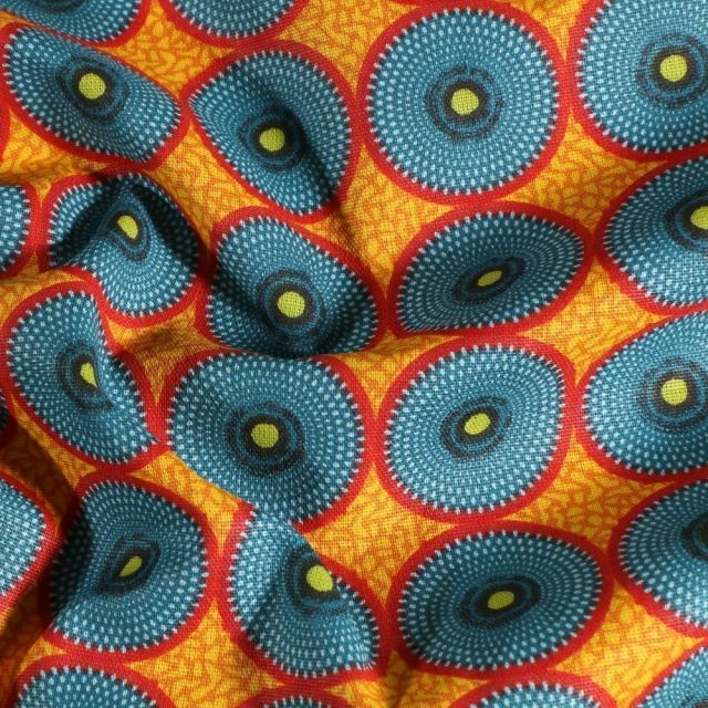 Tissu Coton imprimé Arty Batik Cercles bleus et rouges sur fond Jaune - Par 10 cm