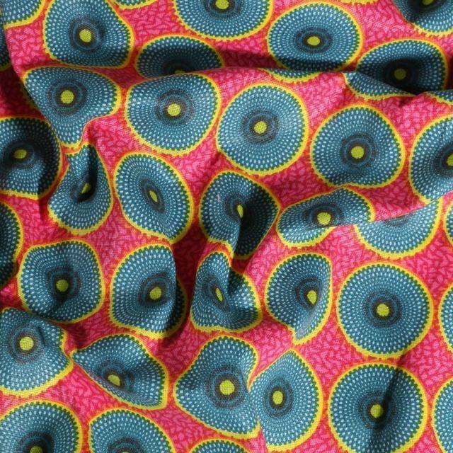 Tissu Coton imprimé Arty Batik Cercle bleus et jaunes sur fond Rose - Par 10 cm