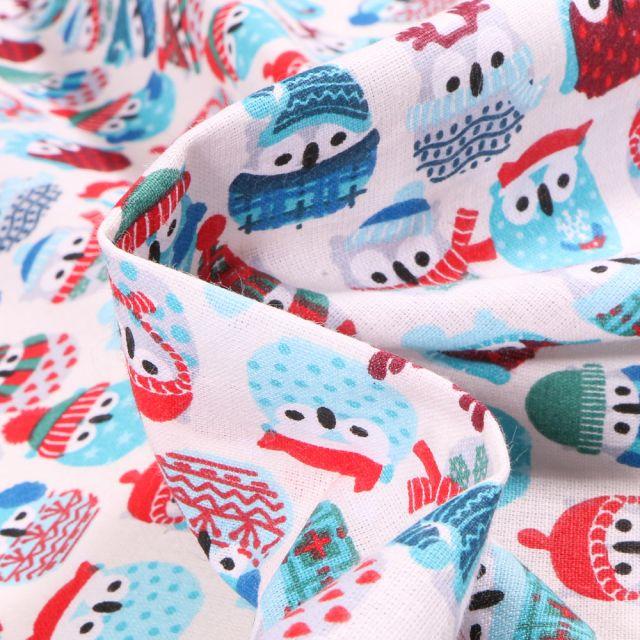 Tissu Coton imprimé Arty Hiboux des neiges rouge et bleu sur fond Blanc