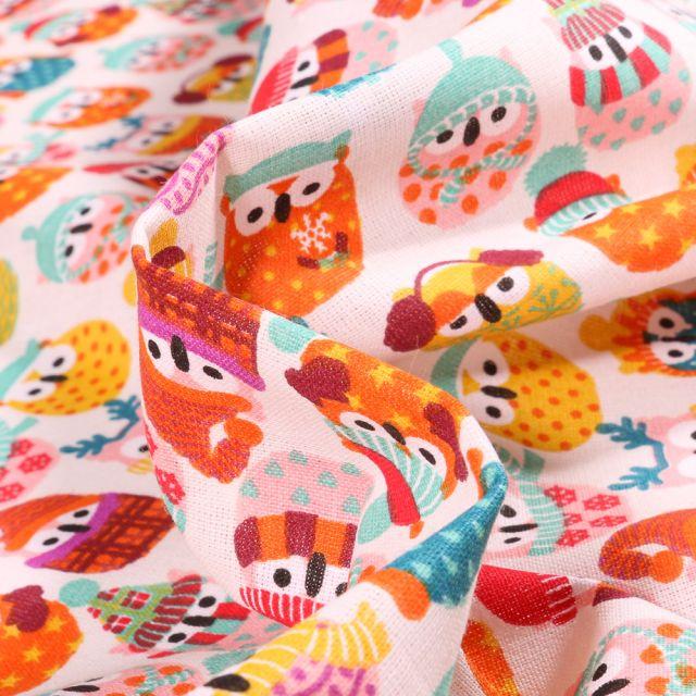 Tissu Coton imprimé Arty Hiboux des neiges orange sur fond Blanc cassé