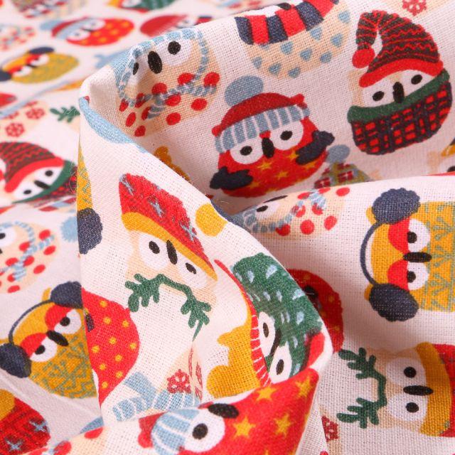 Tissu Coton imprimé Arty Hiboux des neiges rouge et jaune sur fond Blanc