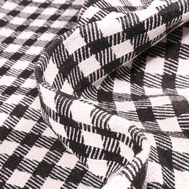 Tissu Jacquard Carreaux Vichy noir et blanc sur fond Blanc